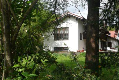 Wörthsee: Einfamilienhaus mit Traumgarten