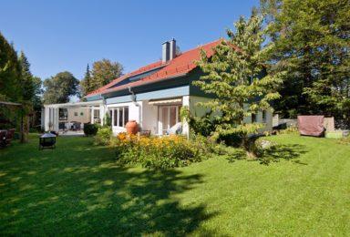 Grünwald: Großzügige Doppelhaushälfte am Perlacher Forst