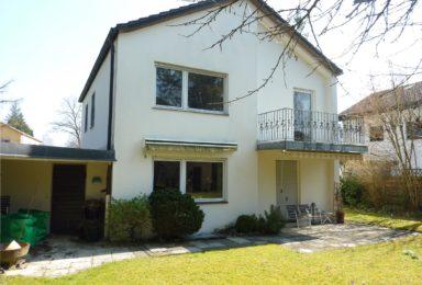 München Solln: Ruhiges Ein-Familien-Haus mit großem Garten