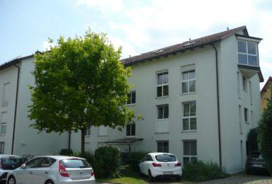 Augsburg: Helle Dachgeschoß-Wohnung mit Einbauküche