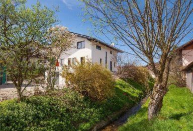 Bruckmühl: Modernes Wohnen in ländlicher Umgebung