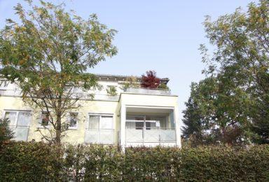 München Harlaching: Lichtdurchflutete Wohnung mit Lift und Garage
