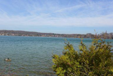 Wörthsee: Kleines Paradies - Seegrundstück mit Steg