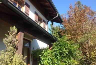 Chiemsee: Reiheneckhaus mit 2 Wohnungen und Garten