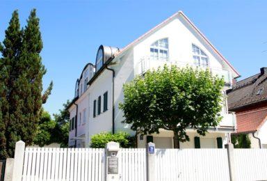 München Solln: Gartenwohnung mit Teich und Einzelgarage