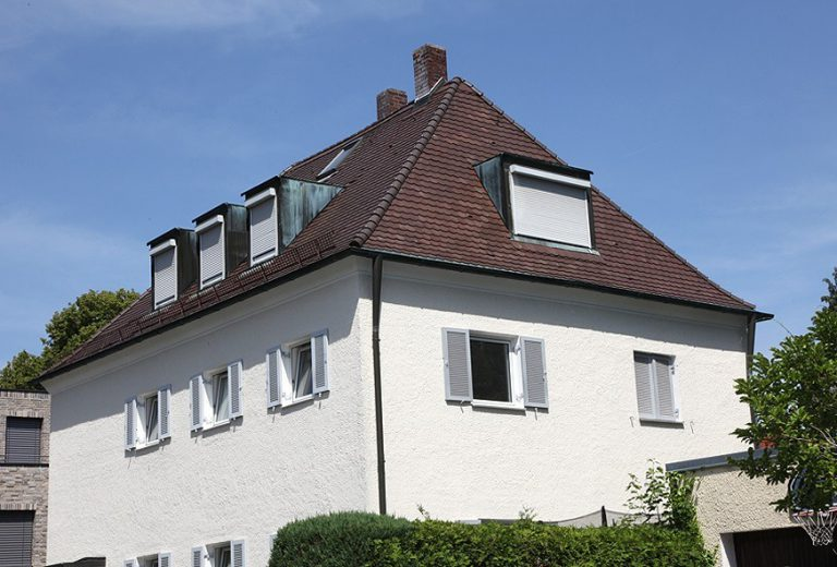 München Harlaching: Villa mit vielen Zimmern und gepflegtem Garten