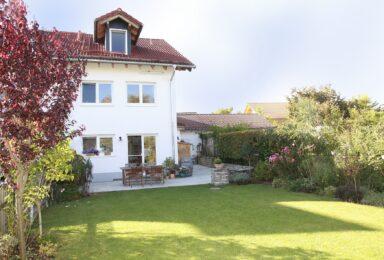 Neufahn bei Schäftlarn: Wohnfühl-Haus mit Kamin, Wohnküche und Hobbyraum