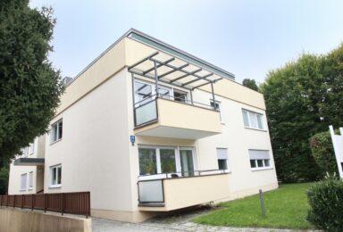 München Bogenhausen: Komplett renovierte helle Wohnung mit toller Einbauküche