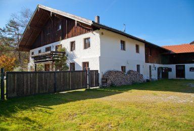 Beuerberg: Historisches Anwesen mit viel Grund