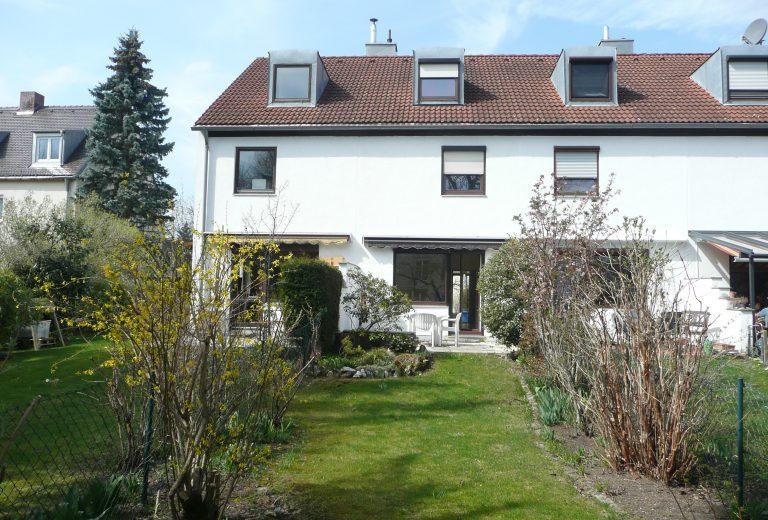 München Denning: Reihenmittelhaus mit schönem Garten