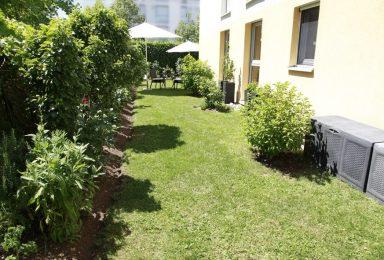 Nymphenburg: Familienwohnung mit Zaubergarten am Schlosspark