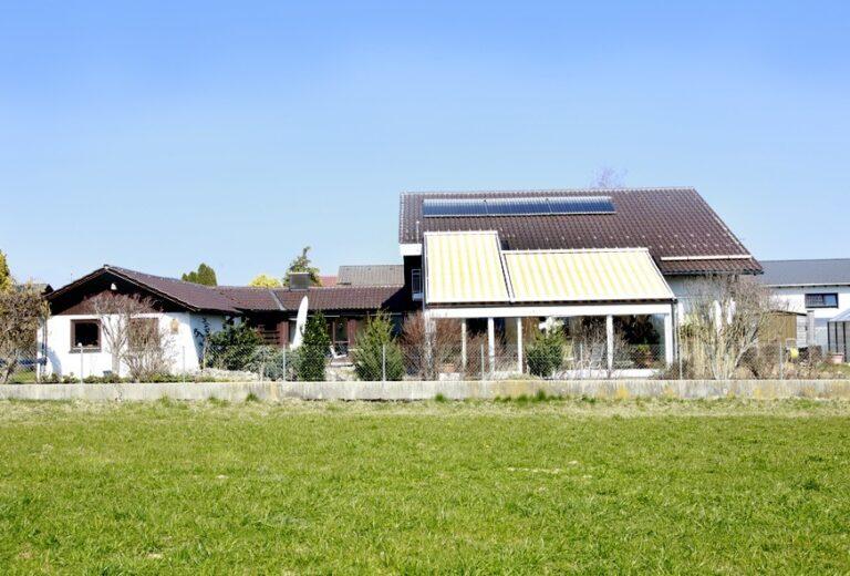 Allgäu: Wohnen wie im Urlaub - Grosszügiges Haus mit zauberhafter Gartenanlage