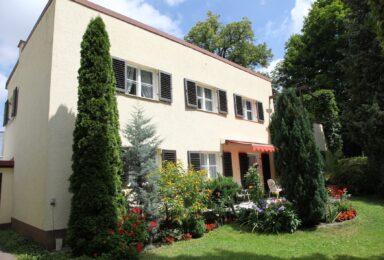 Augsburg: Traum Villa aus den 30-er Jahren mit sonnigem Garten